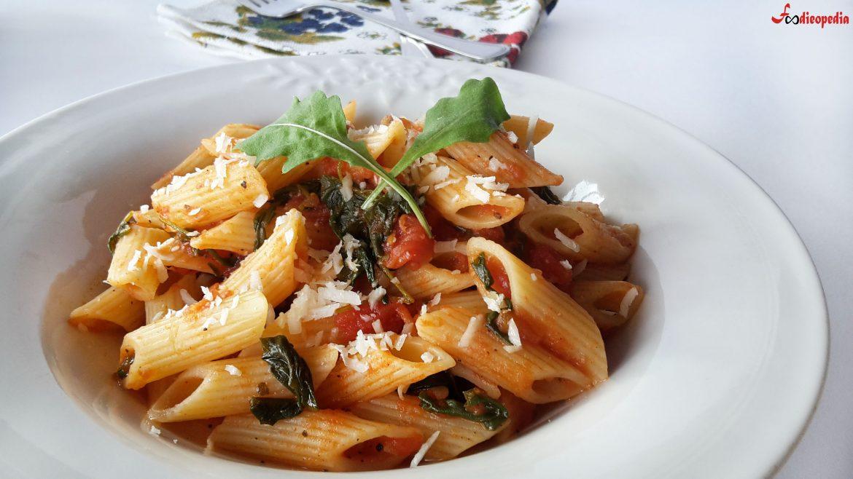 calatorie culinara in italia penne cu rucola și sos de roșii