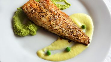 Mekerel fillet with green pea puree and lemon sauce
