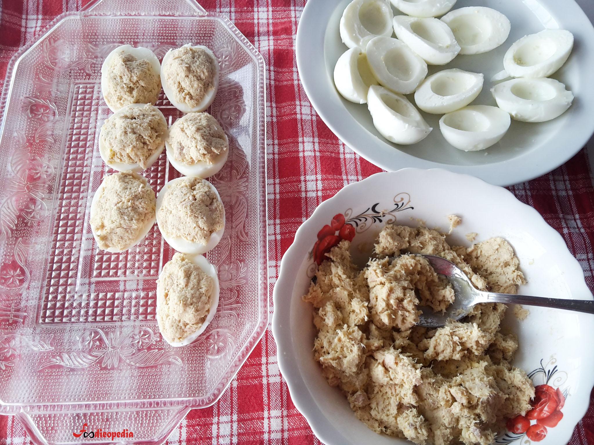 ouă umplute cu ton