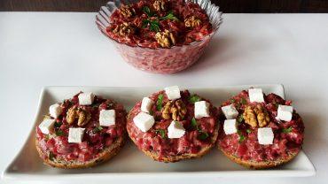 Salată de sfeclă roșie cu brânză feta și nucă