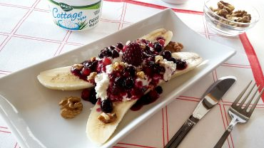 Banana split with cottage cheese, berries and walnuts