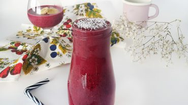 Blackcurrant-banana smoothie