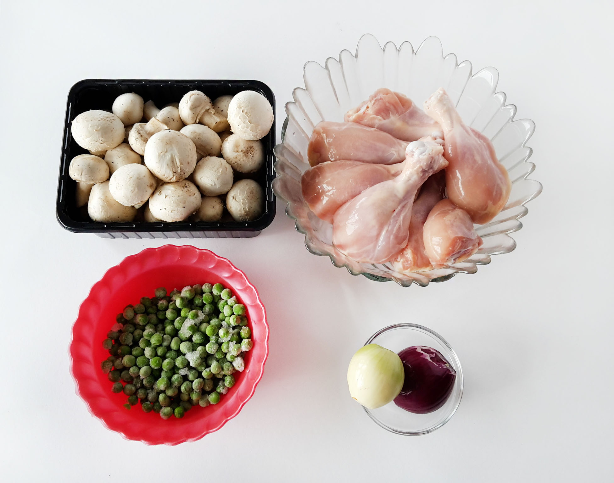 Pulpe de pui cu ciuperci si mazare verde