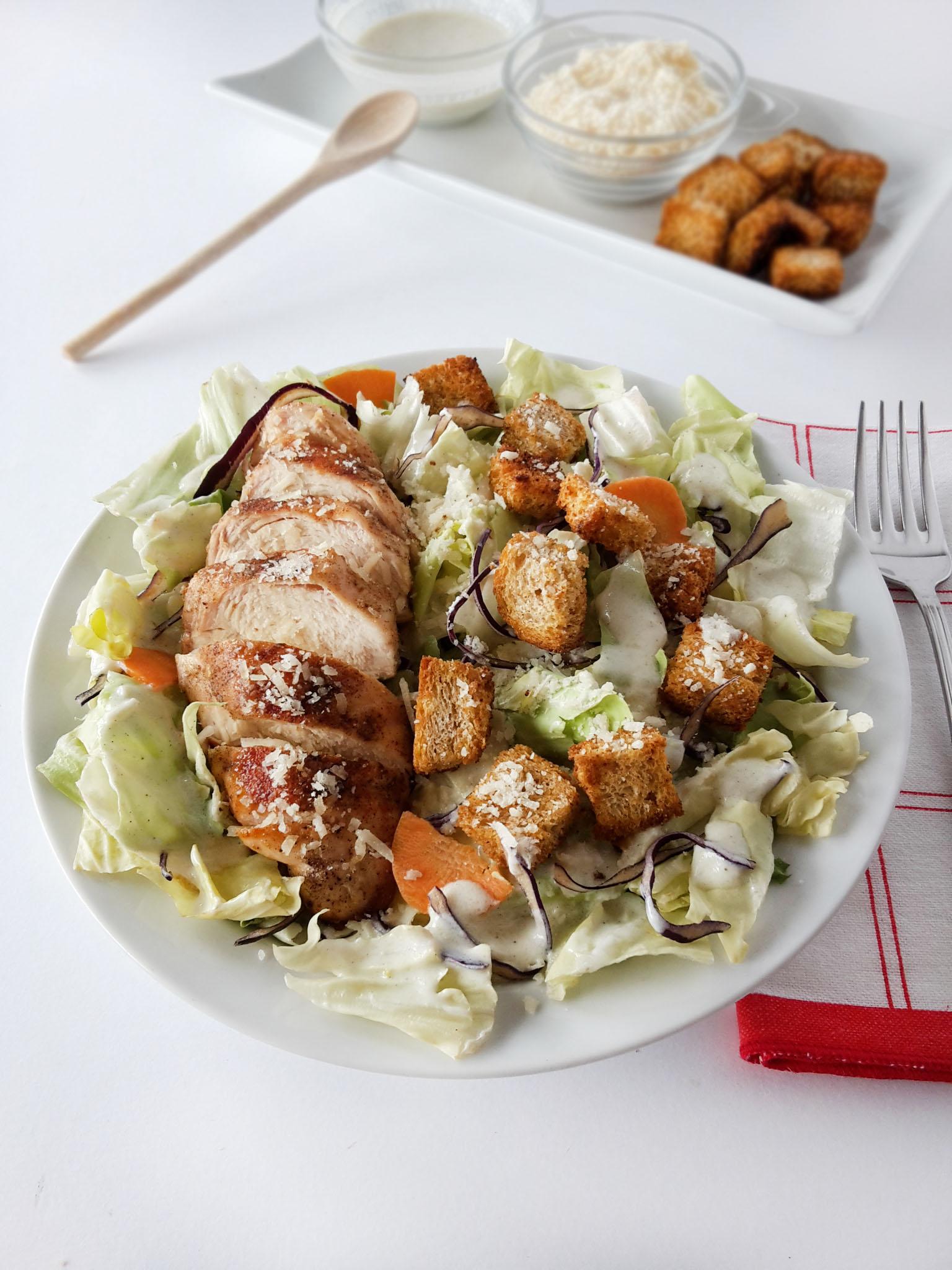 Salata Caesar. Light. Reinterpretata