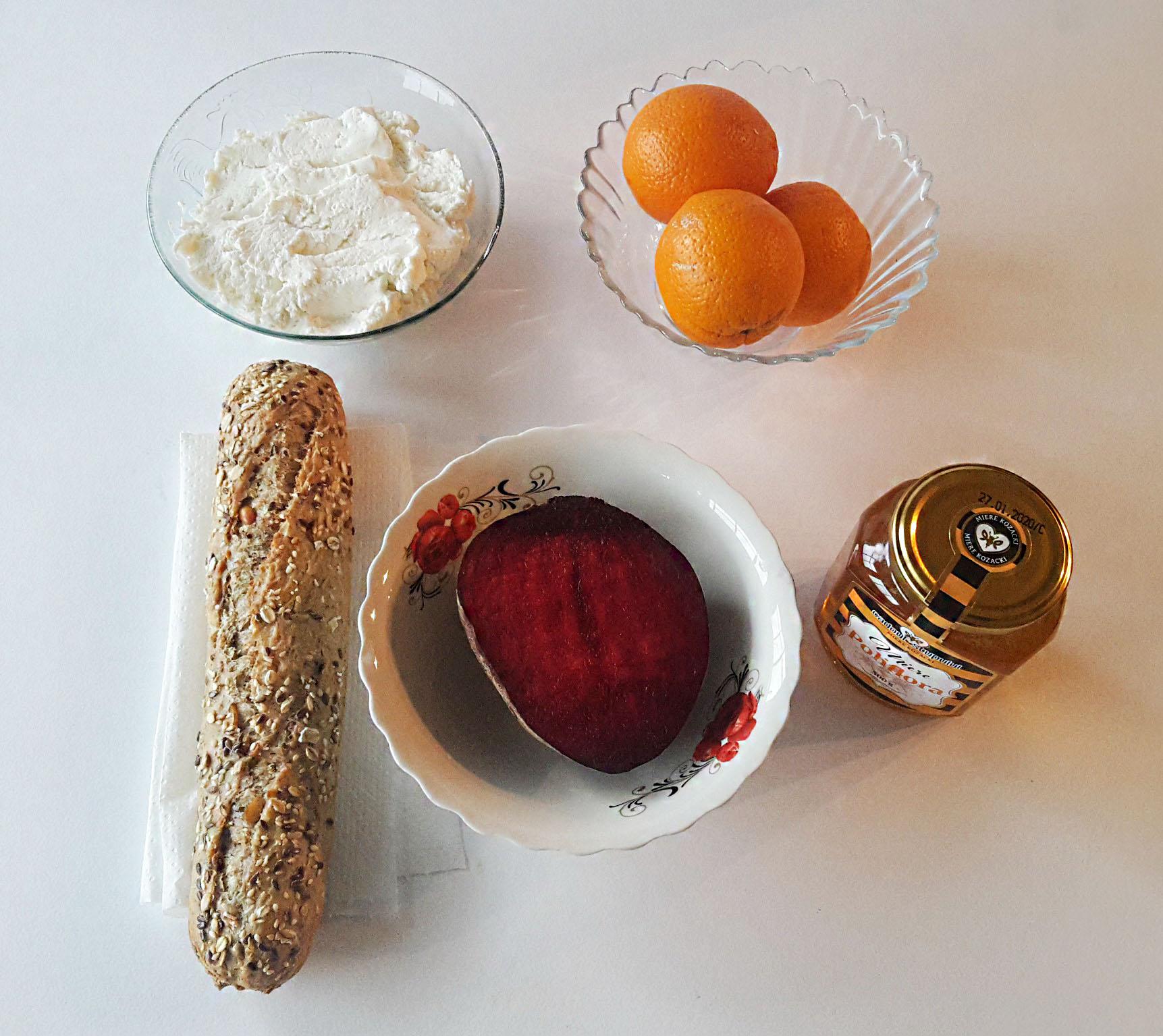 crostini cu sfecla rosie, branza de vaci si portocale 00