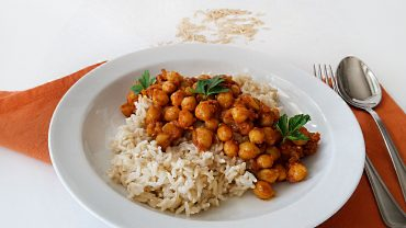 Basmati rice with curry chickpeas