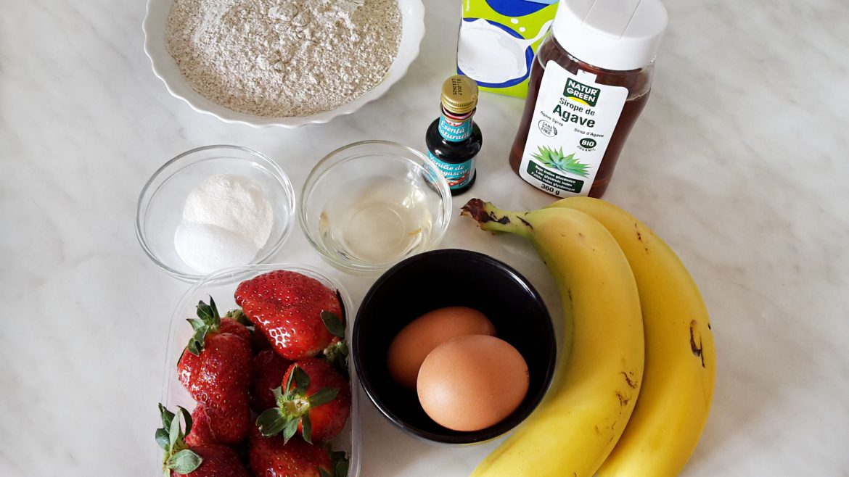 Pancakes cu banane si capsuni