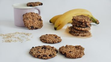 3 Ingredients cookies: oats, bananas, raisins