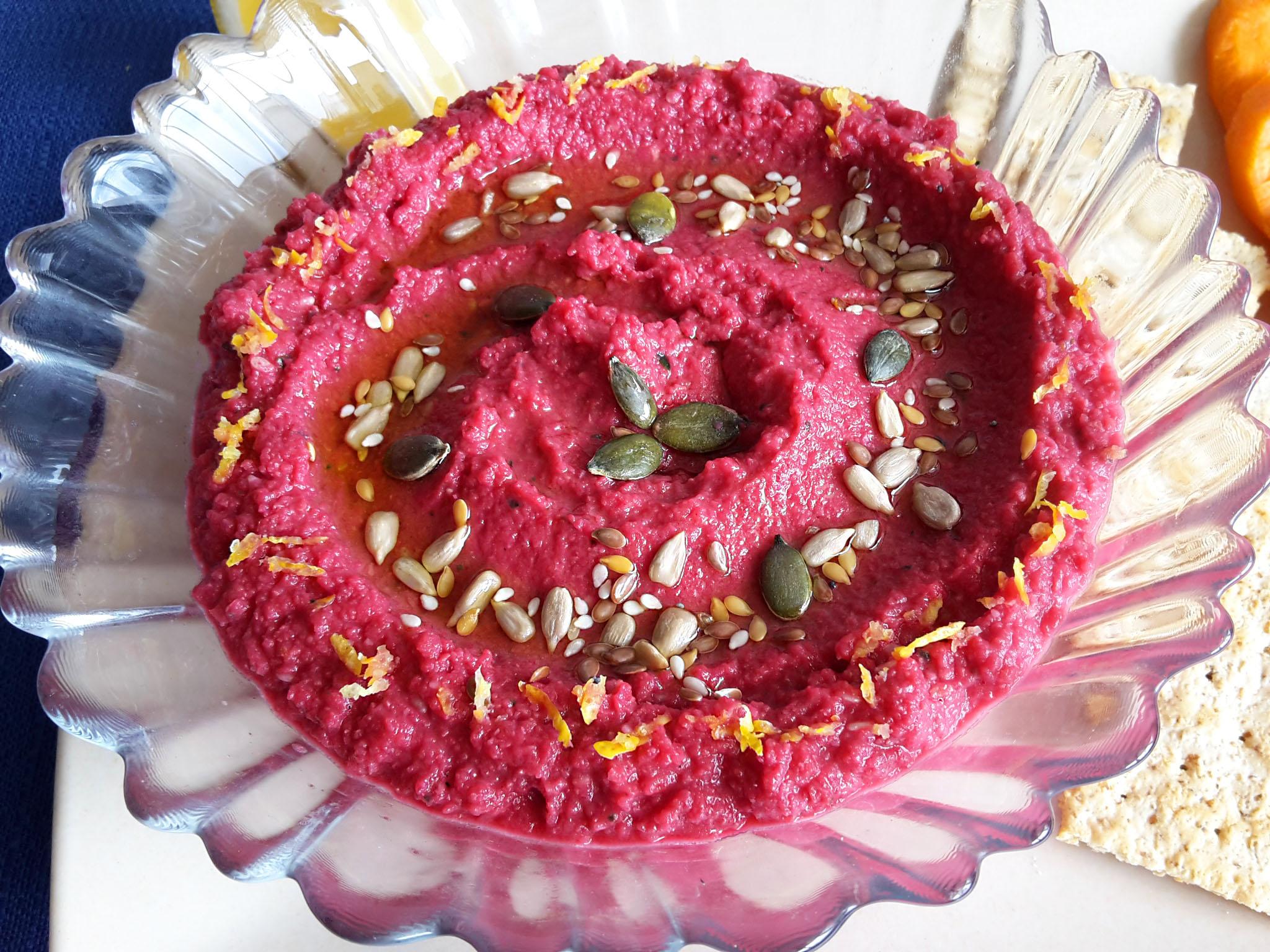 hummus cu sfeclă roșie1
