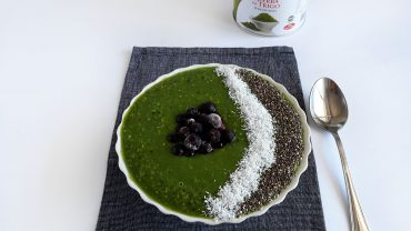 Green smoothie bowl with wheatgrass powder