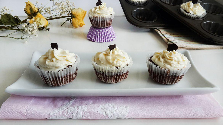 cupcakes cu ciocolata si cocos 8