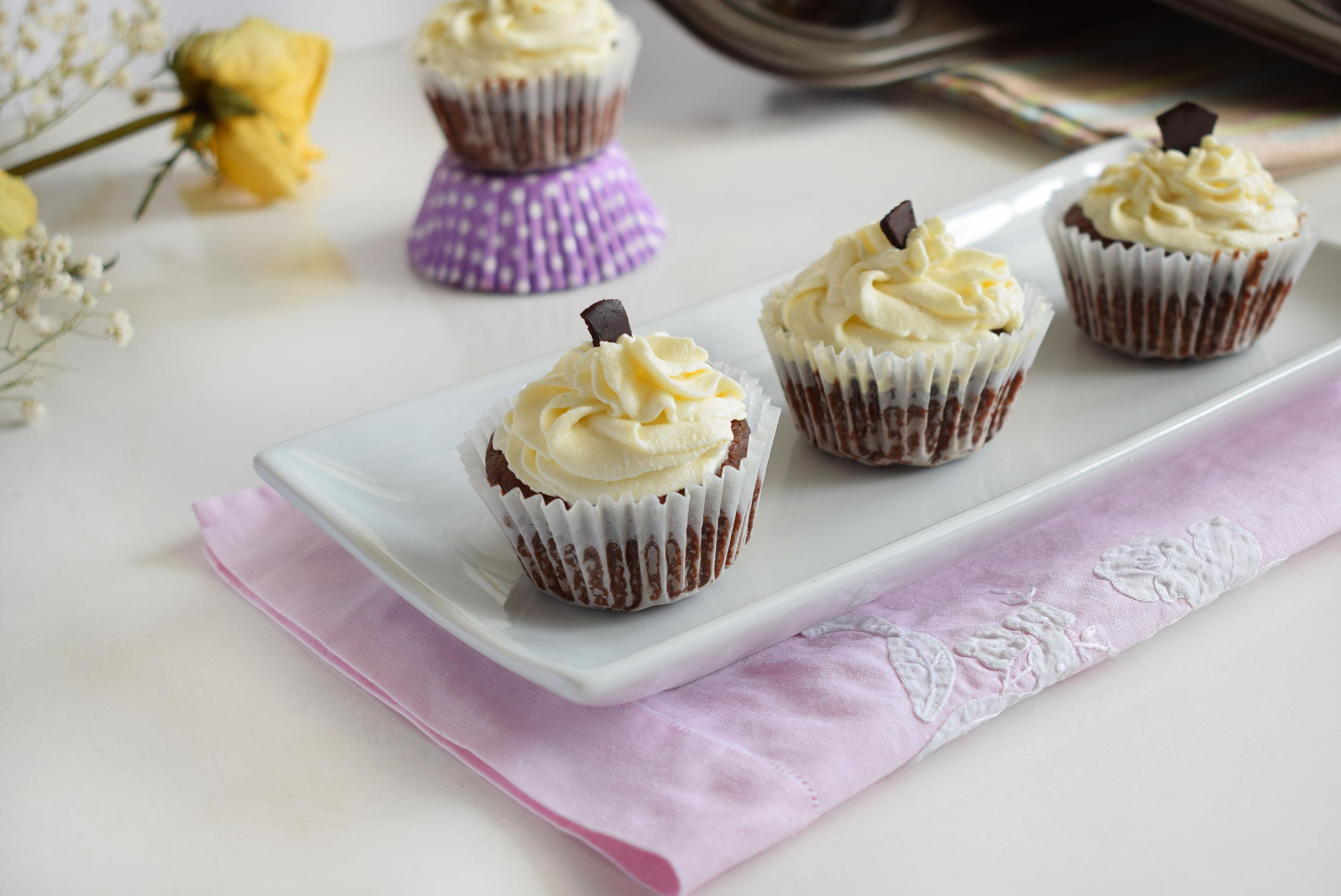 cupcakes cu ciocolata si cocos