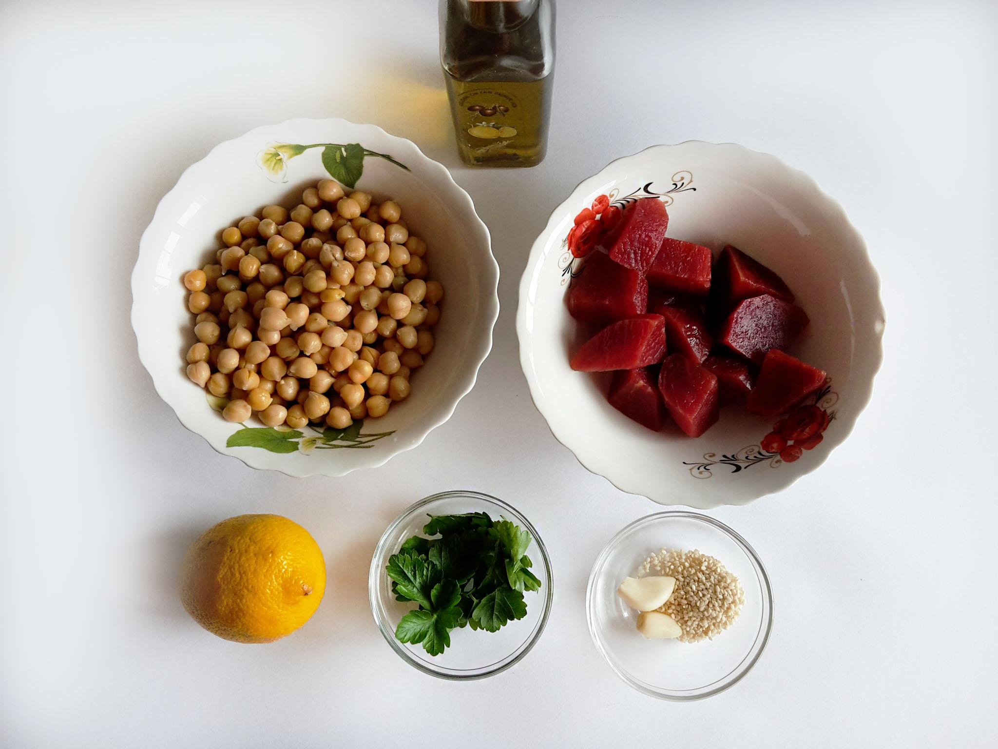 hummus cu sfeclă roșie0