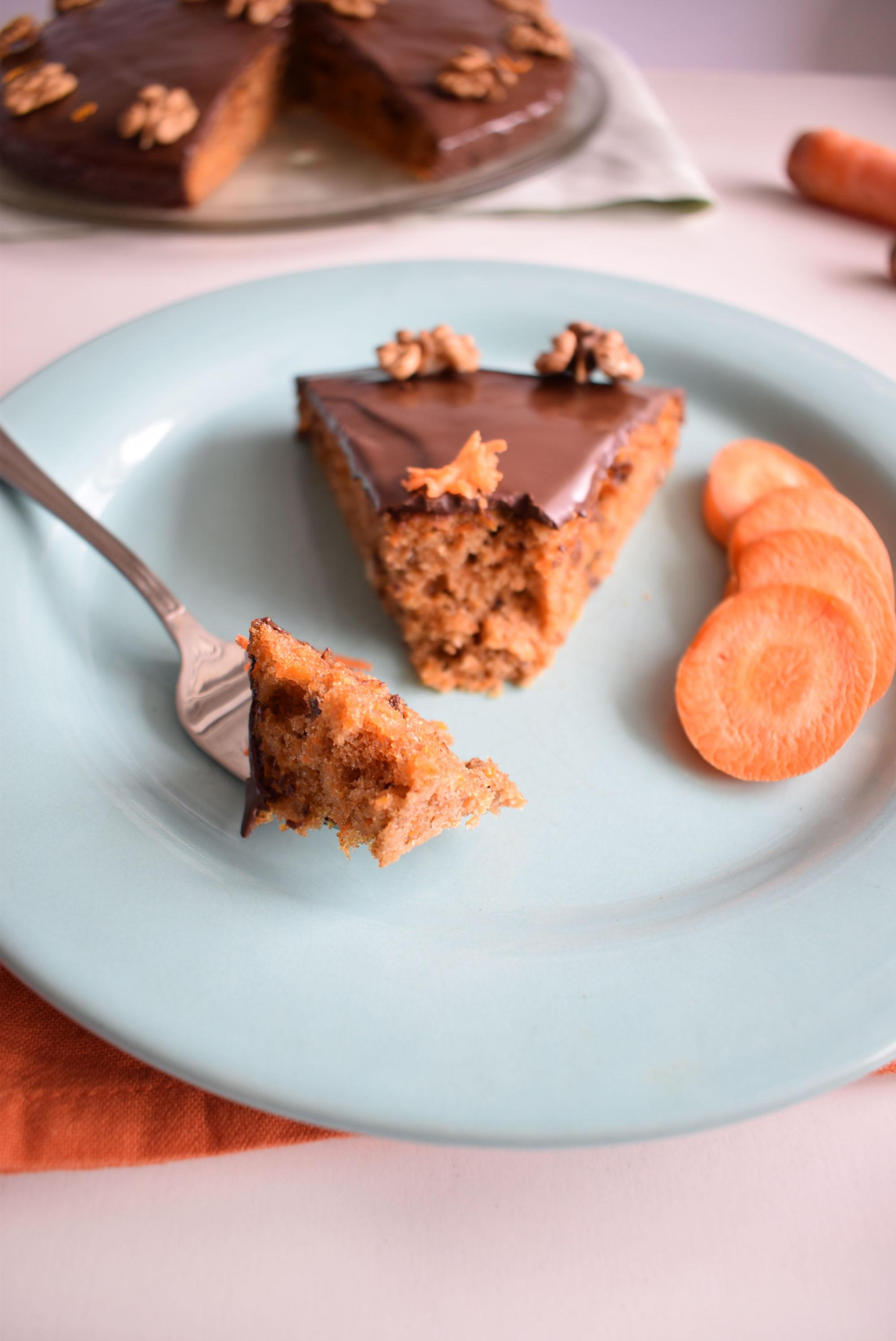 tort cu morcovi si glazura de ciocolata carrot cake with chocolate glaze 4