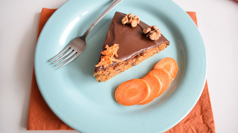 tort cu morcovi si glazura de ciocolata carrot cake with chocolate glaze 2