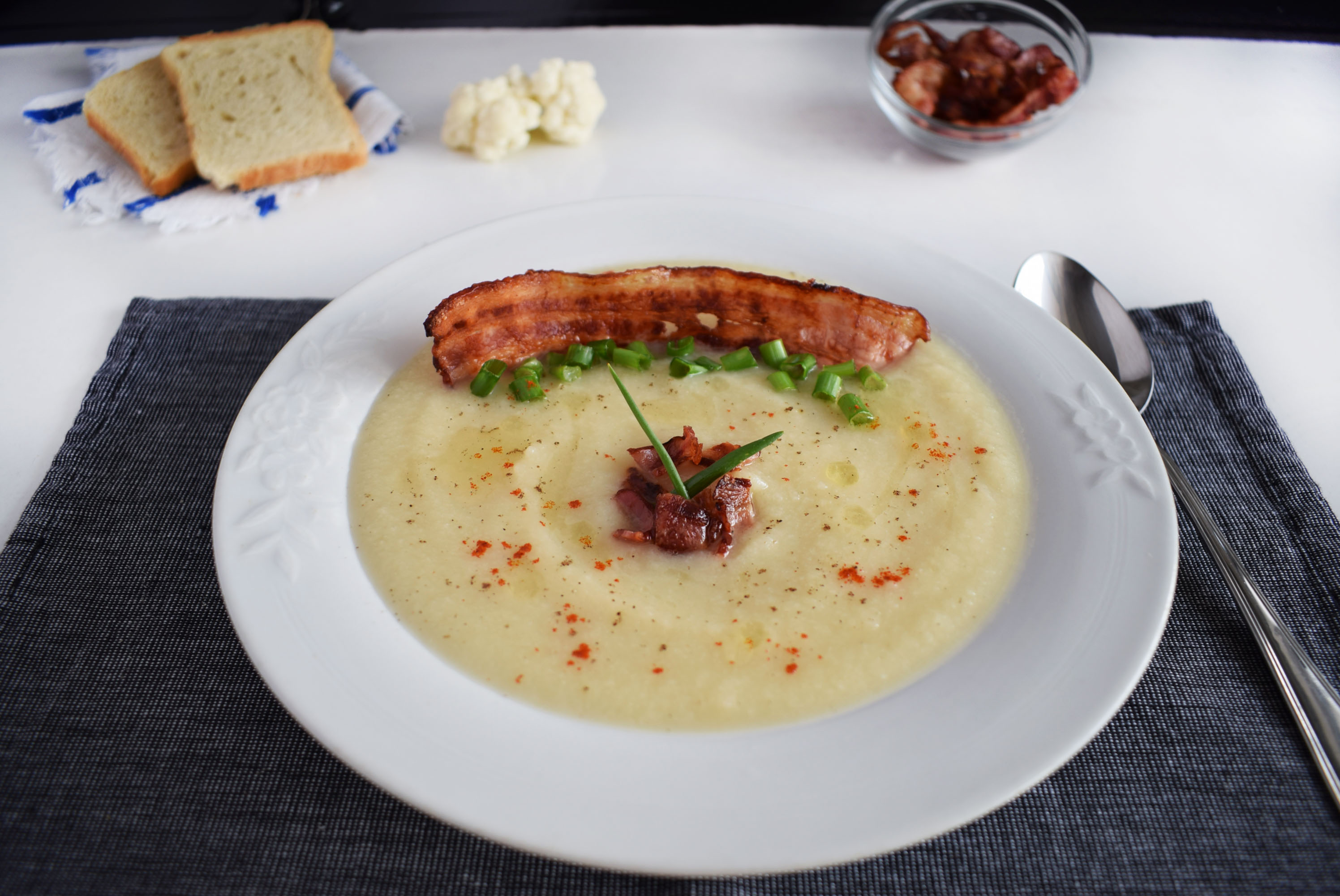 supa crema de conopida cu bacon crocant cauliflower cream soup6