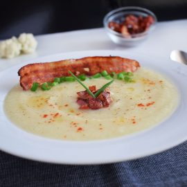 supa crema de conopida cu bacon crocant cauliflower cream soup1