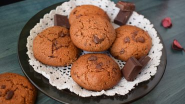 Whole wheat cookies with dark chocolate