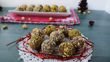 Dates truffles with pistachios and hazelnuts