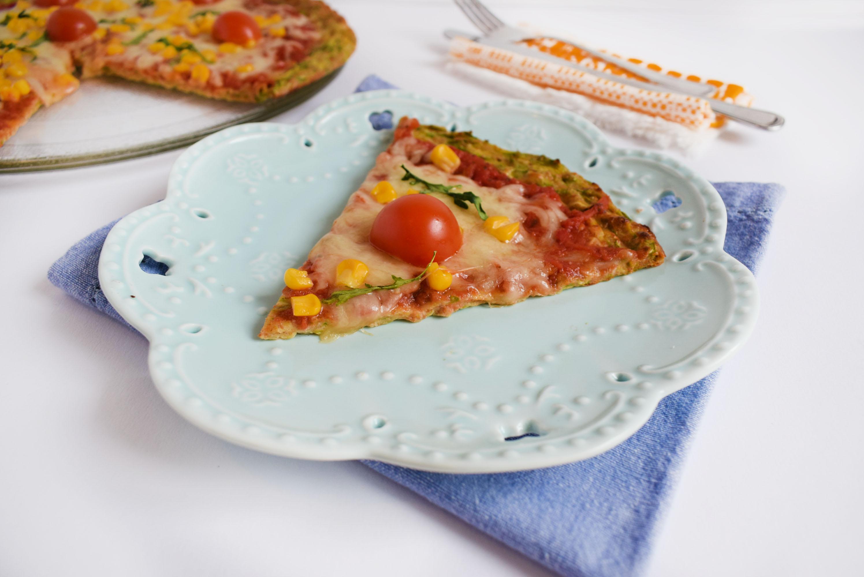 pizza cu crusta de dovlecei 1 - foodieopedia
