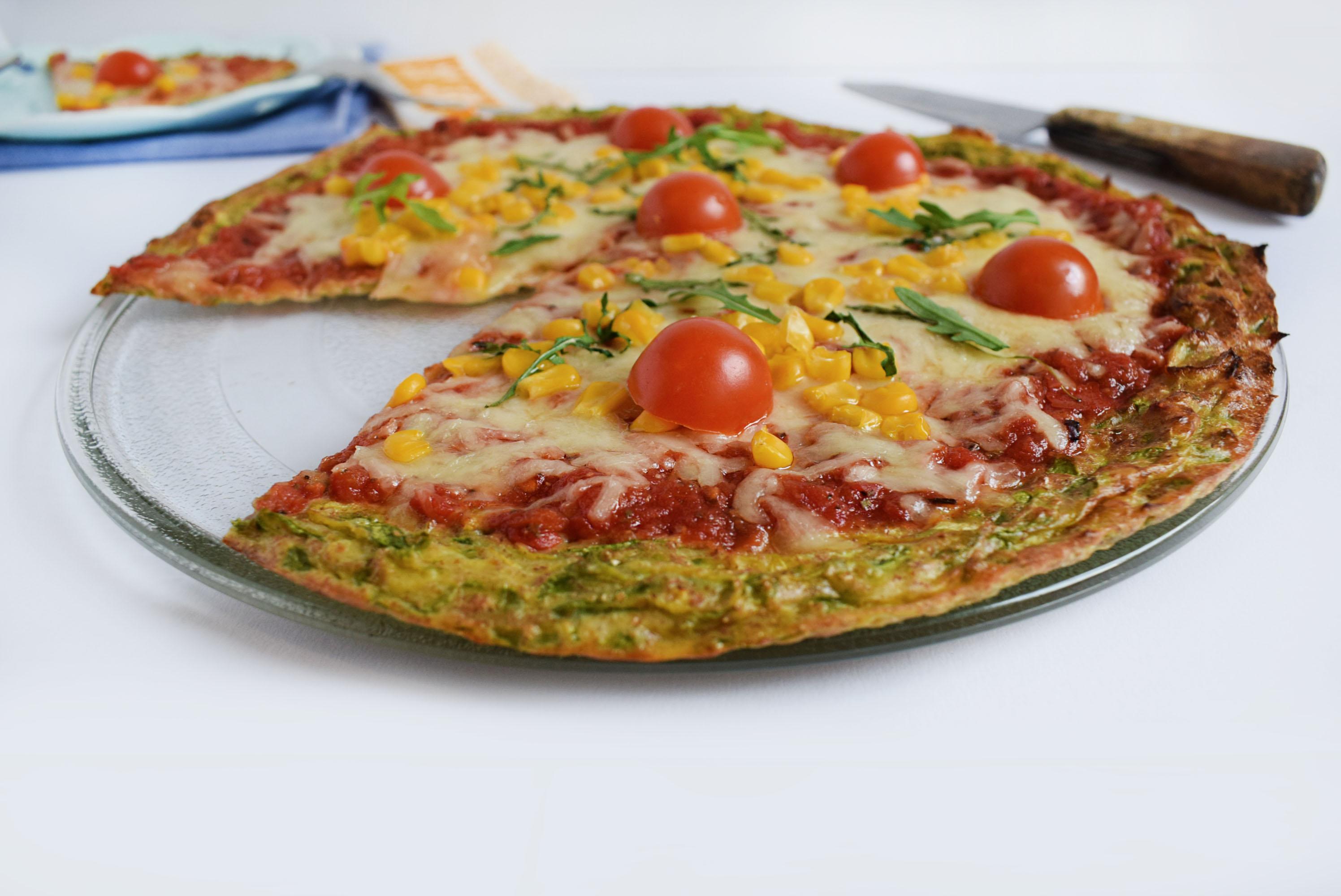 pizza cu crusta de dovlecei 4 - foodieopedia