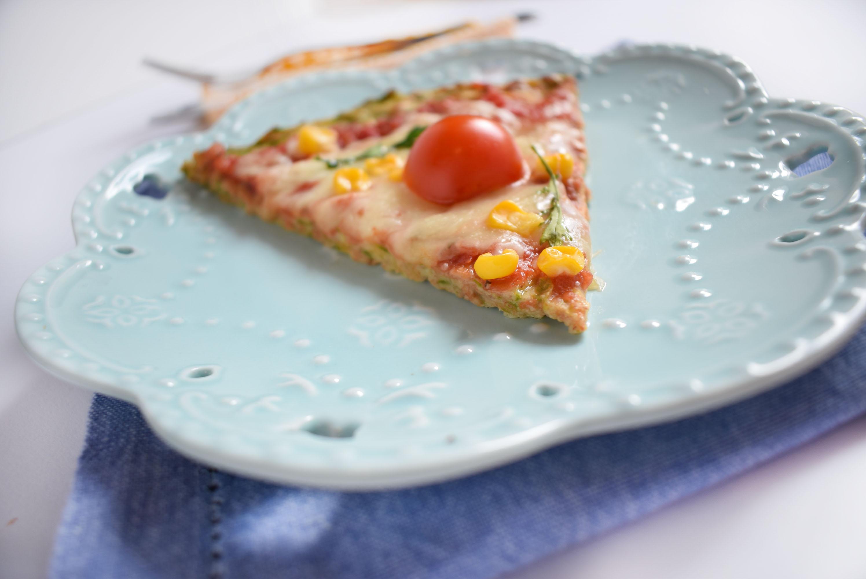 pizza cu crusta de dovlecei 6 - foodieopedia