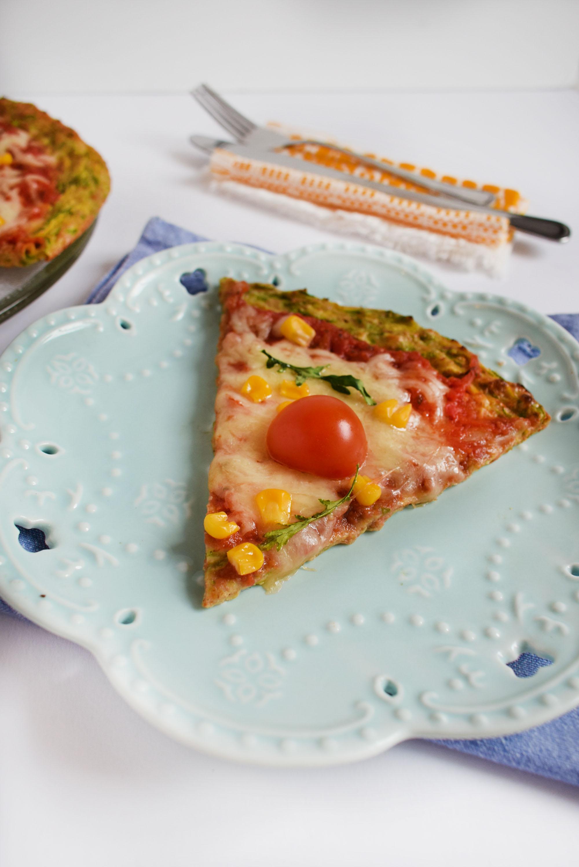 pizza cu crusta de dovlecei 8 - foodieopedia