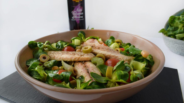 salata cu valeriana, filete de macrou si naut