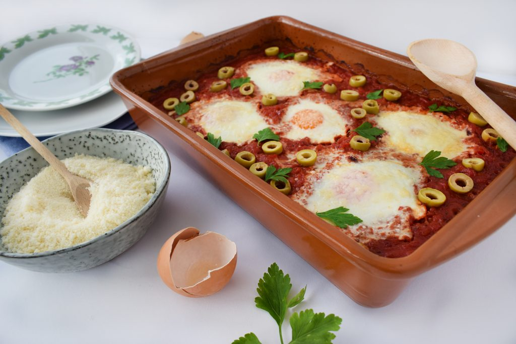 shakshuka - oua in sos de rosii foodieopedia
