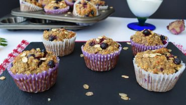 Oatmeal muffins with black currants