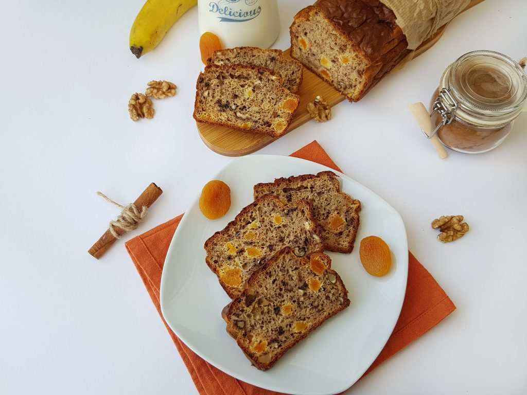 banana bread cu nuca si caise uscate