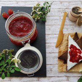 gem_de_căpșuni_cu_semințe_de_chia_-_foodieopedia