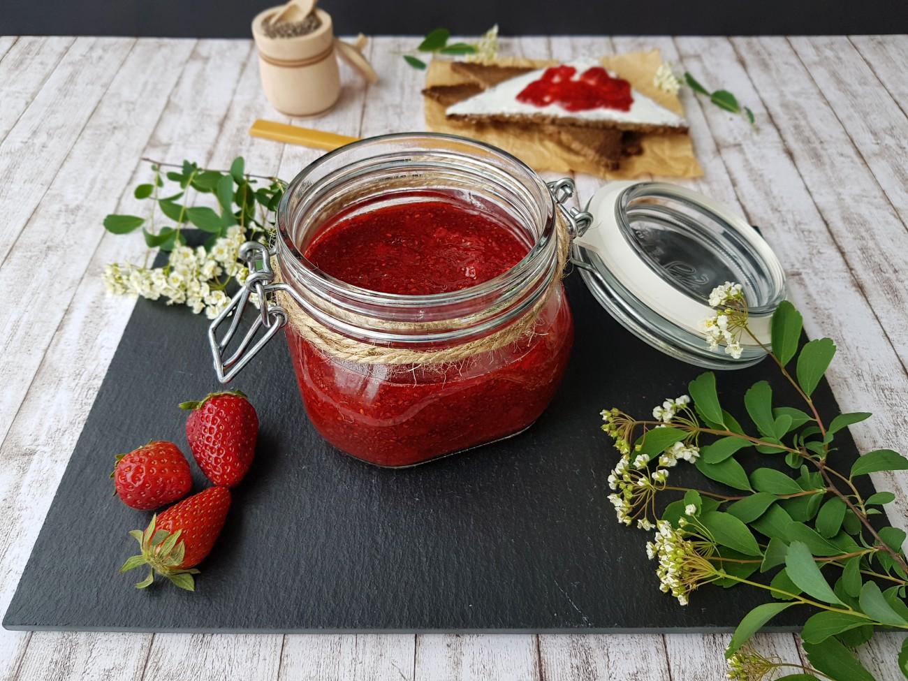 gem_de_căpșuni_cu_semințe_de_chia_-_foodieopedia_3_