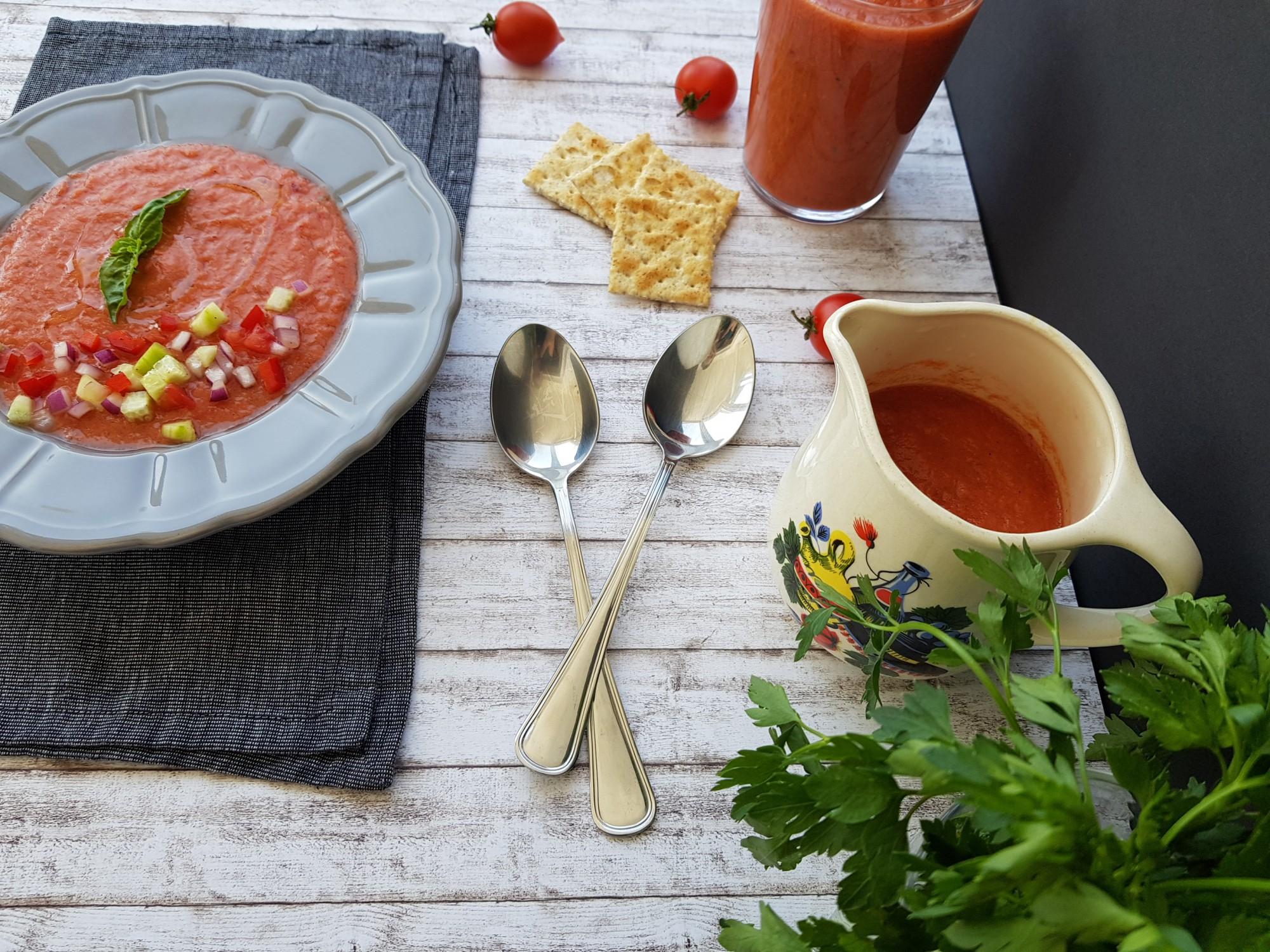 gazpacho supa rece de rosii foodieopedia