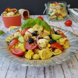 salata cu tortellini si mozzarella 6 -foodieopedia