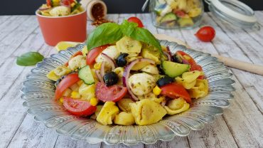 Salata rece cu tortellini si mozzarella