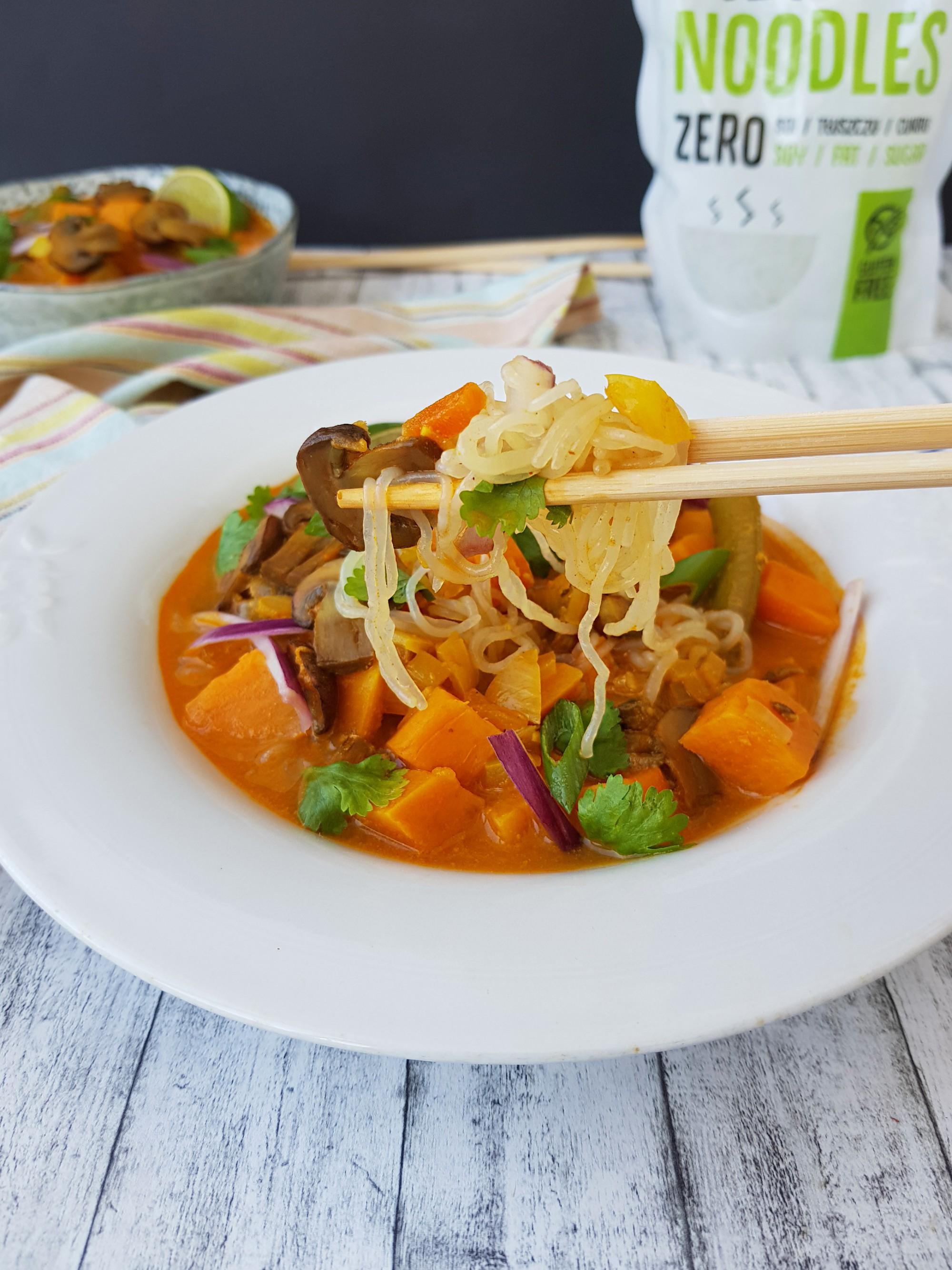 supa thailandeza cu lapte de cosos si taitei konjac - foodieopedia.ro