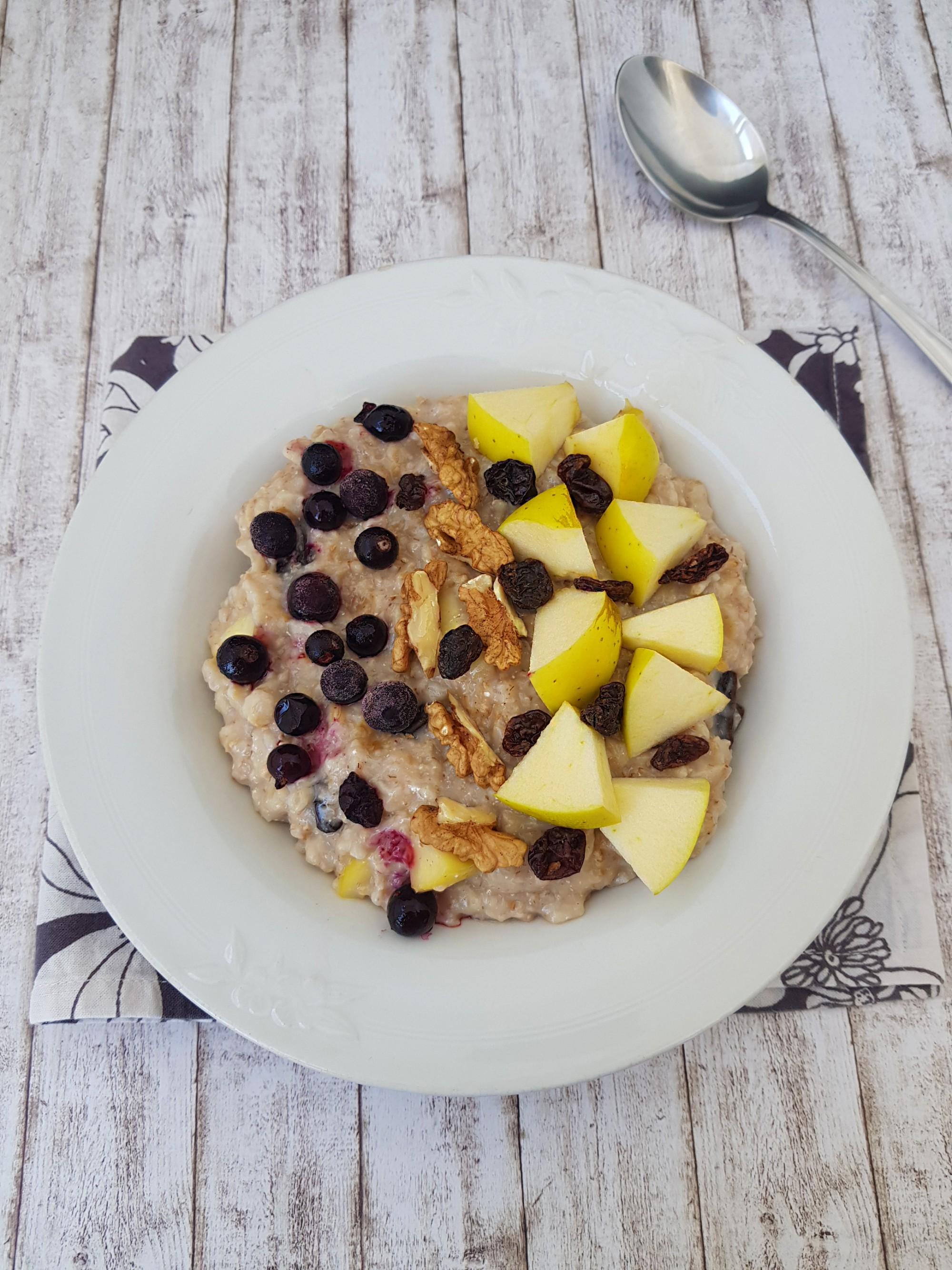 terci de ovaz cu mere, stafide, nuca - foodieopedia