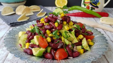 Salata cu avocado si fasole rosie