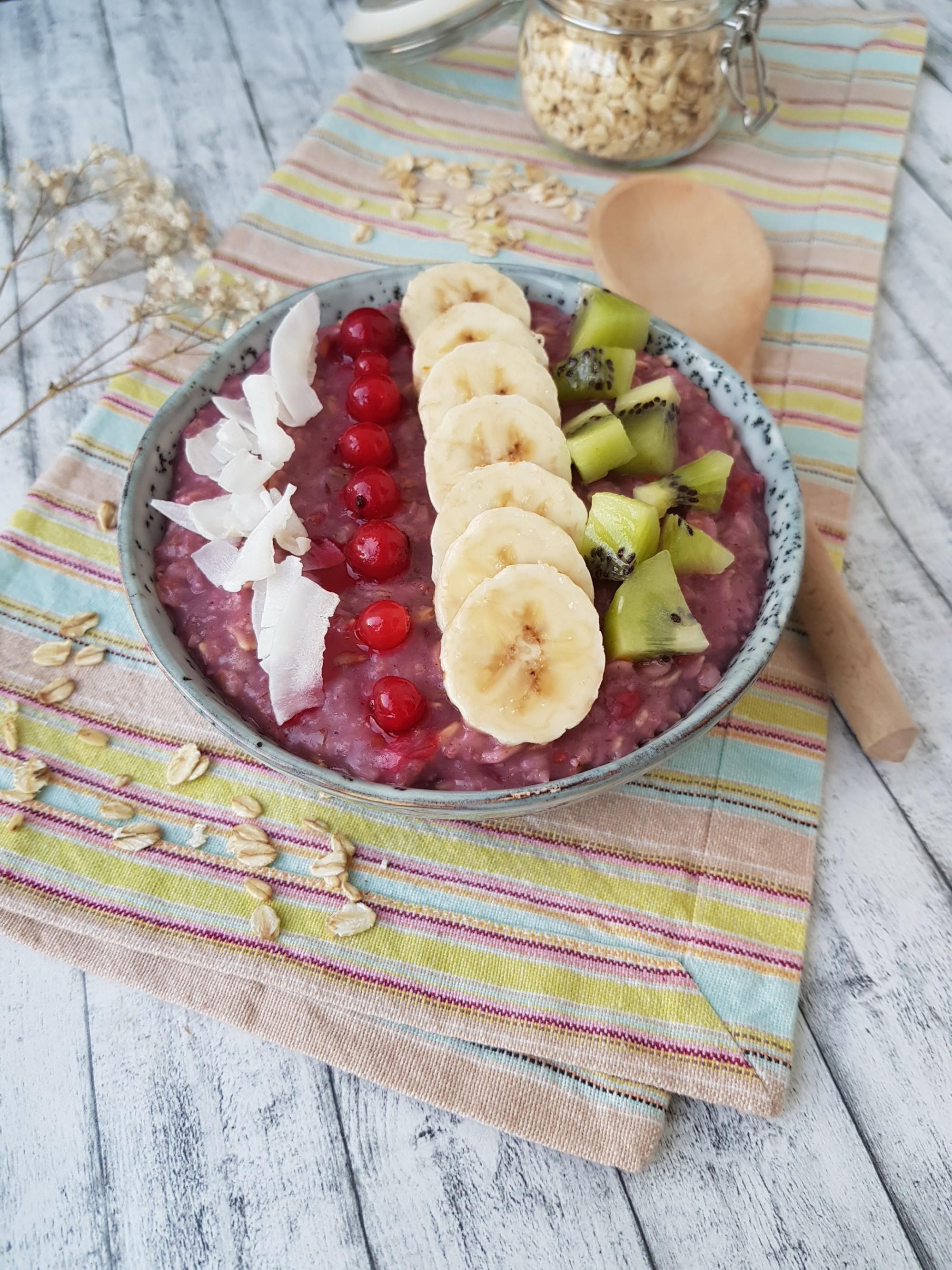 terci de ovaz cu fructe de padure . foodieopedia
