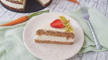 Carrot Cake cu fistic si ananas