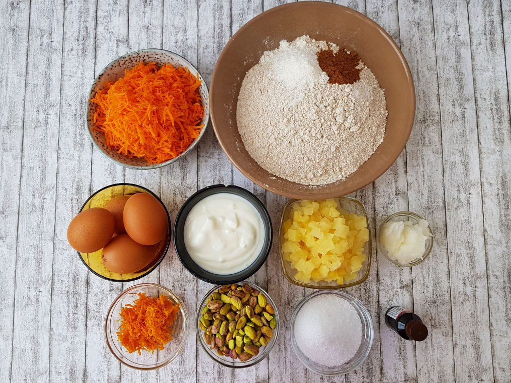 carrot cake cu ananas si fistic - foodieopedia