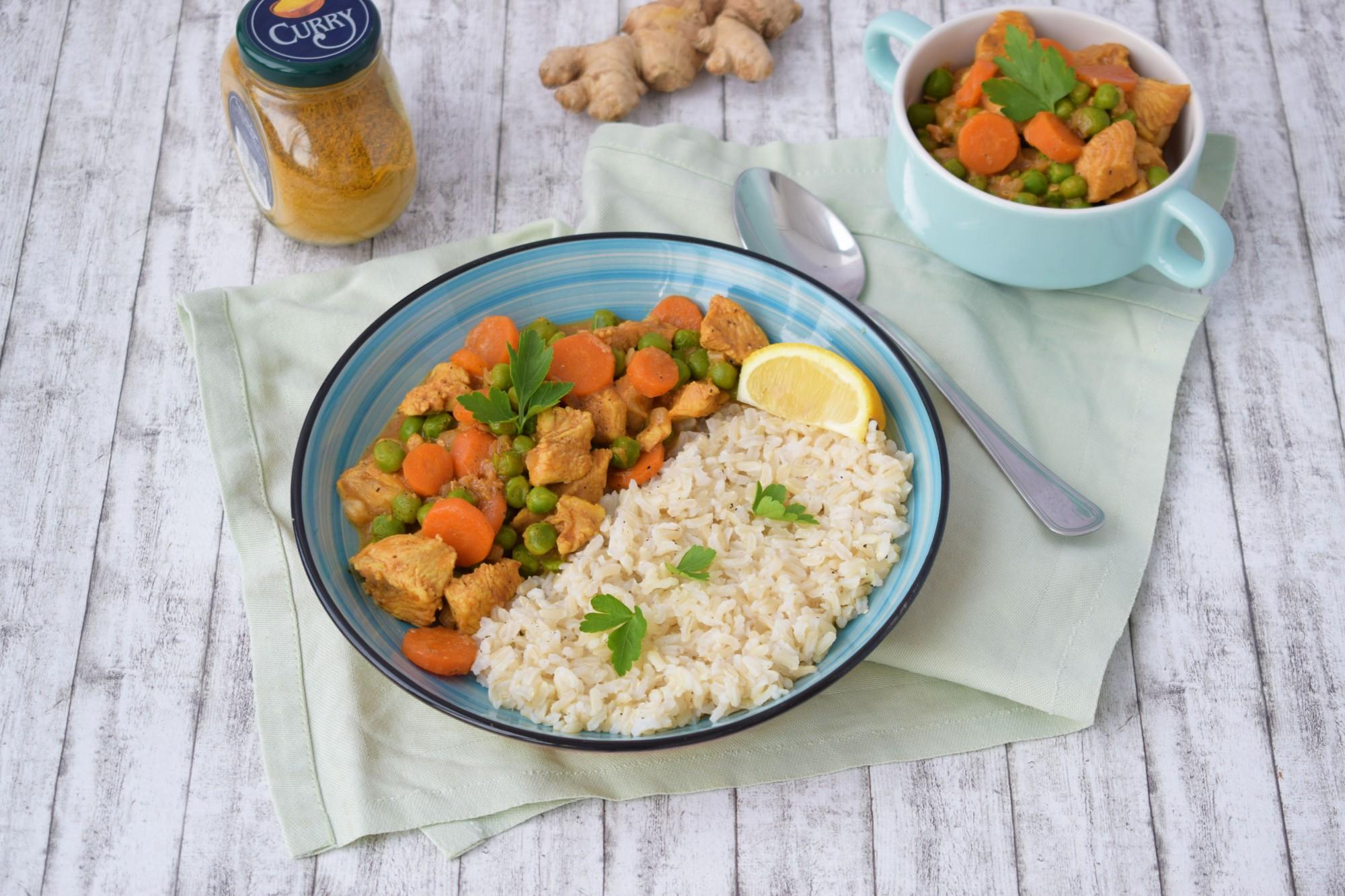 pui curry cu orez - foodieopedia.ro