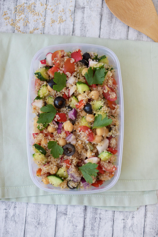 salata cu quinoa si naut - foodieopedia
