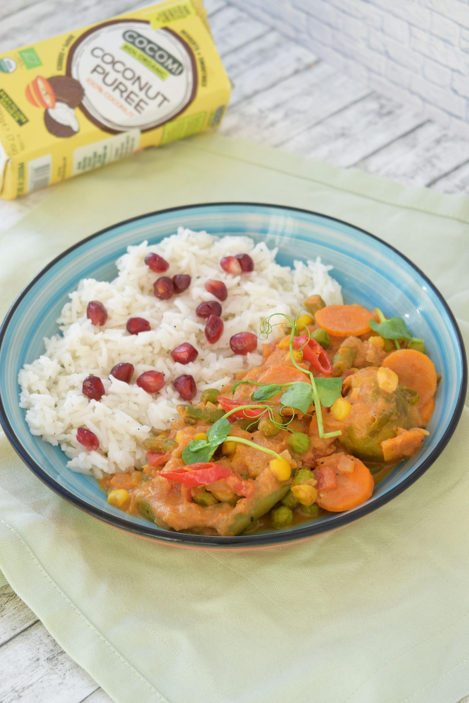 curry vegan cu crema de cocos - foodieopedia.ro