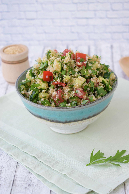 salata tabbouleh cu quinoa - foodieopedia.ro