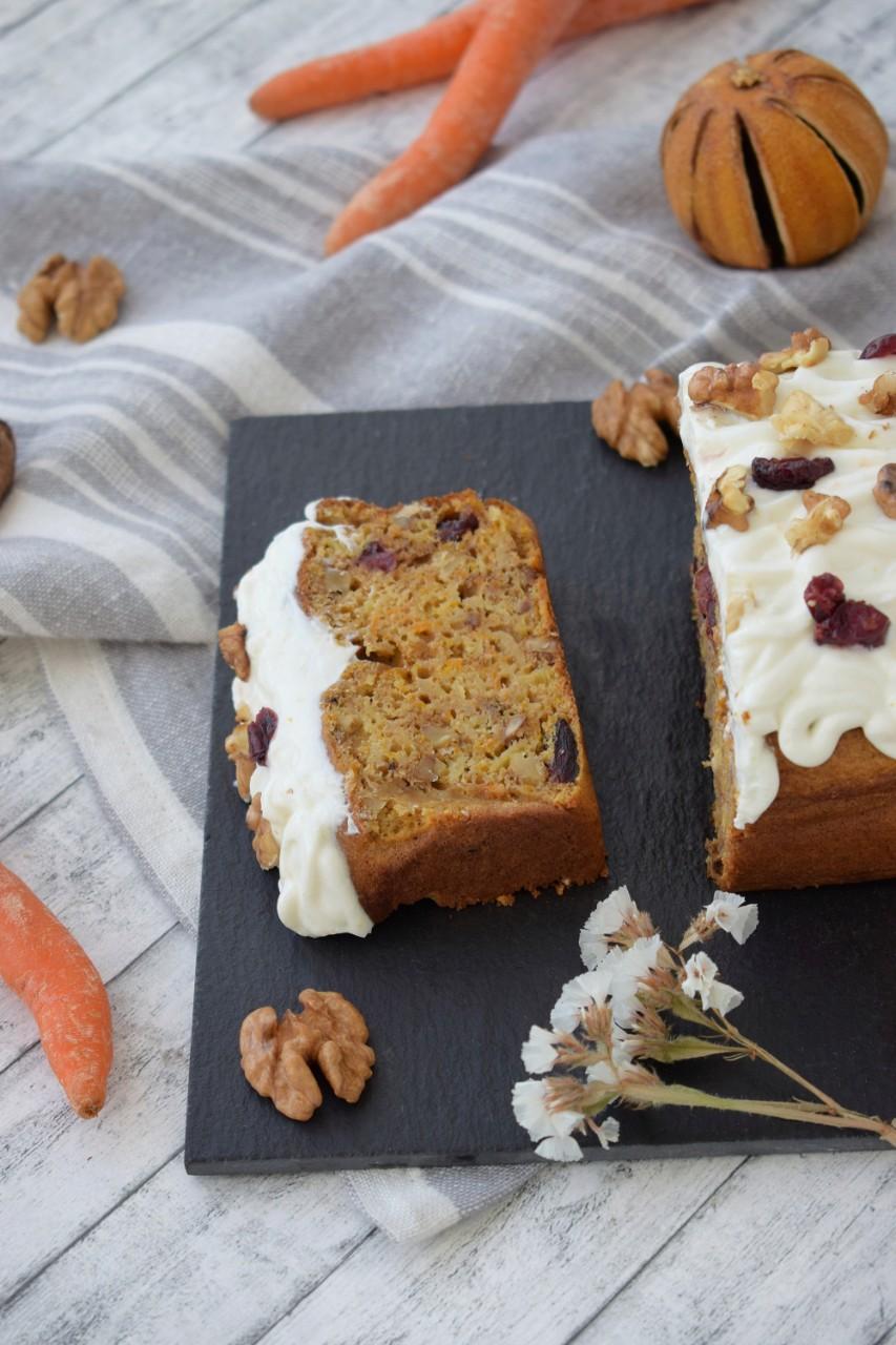 Carrot Cake cu merisoare si branza de vaci - foodieopedia