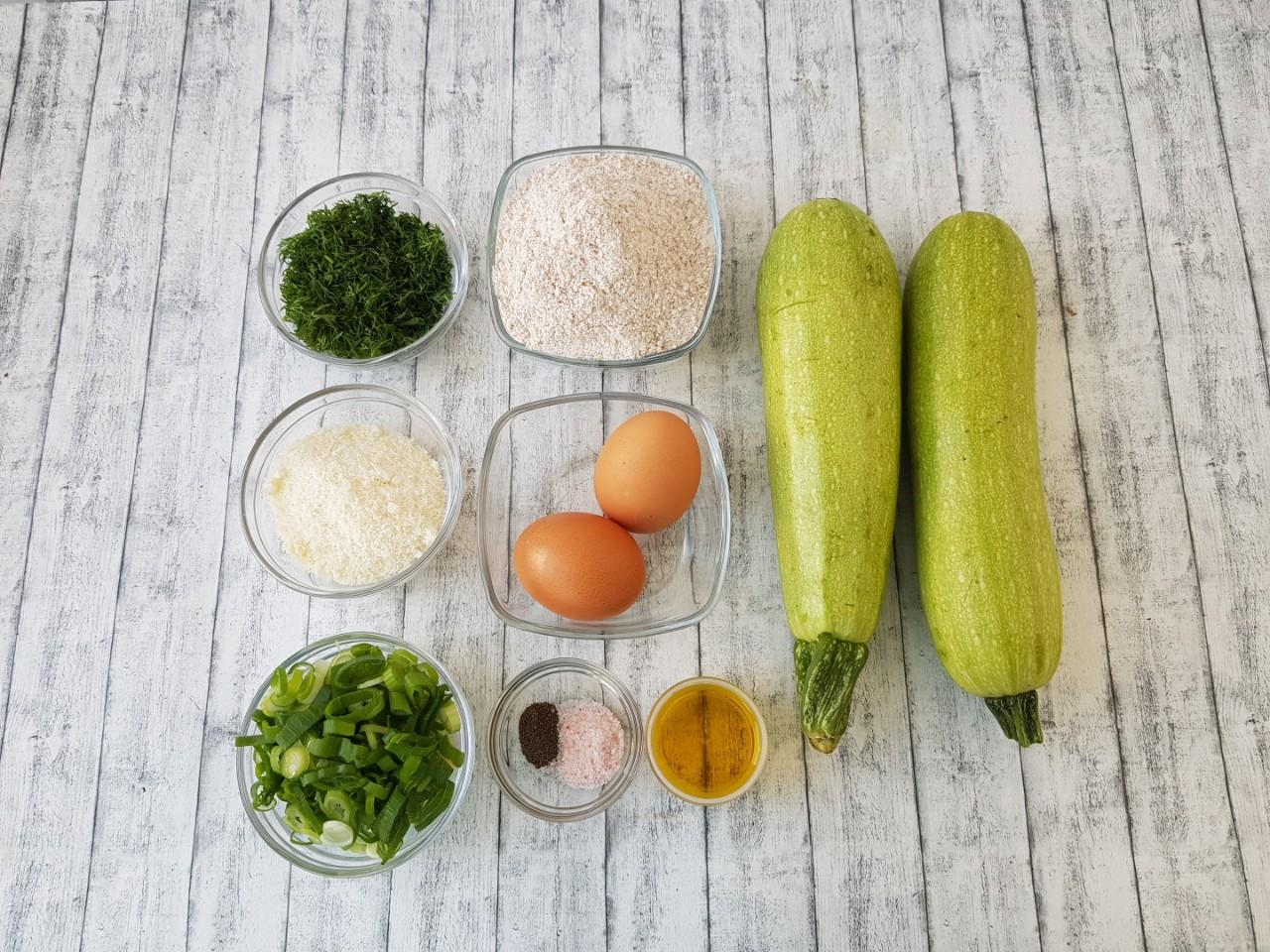 Clatite cu dovlecel , marar si parmezan - foodieopedia.ro