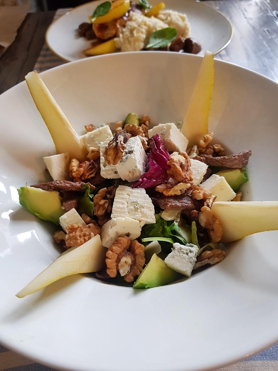 Salata cu vita, gorgonzola, nuca - Nuka Bistro Cluj