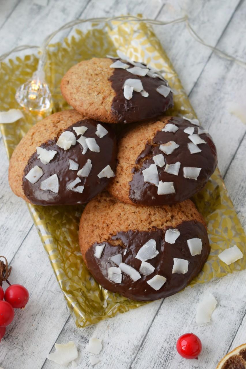 Biscuiti cu ciocolata si cocos - foodieopedia.ro